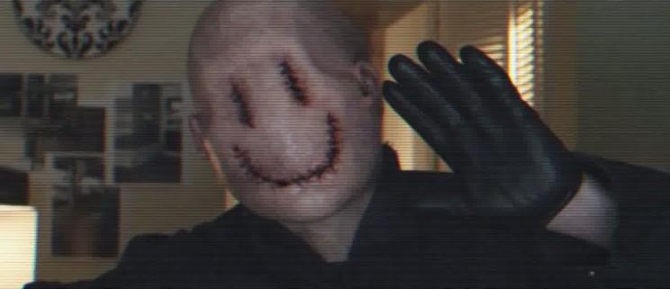 persona disfrazada de smile terror