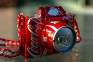 cámara hecha con latas de cocacola